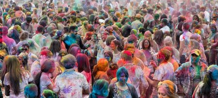 Holi is an Hindu festival that celebrates the arrival of spring and the end of winter. It represents an occasion to covercome divisions, to forgive, to play and to laugh. Image: Lori Thantos/Flickr